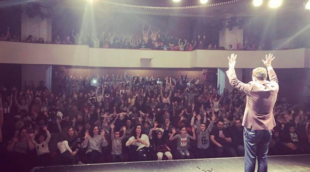 "Robert Tudor aduce magia in aceasta toamna in mai multe orase din Romania, in turneul ""Magia Copilariei"""
