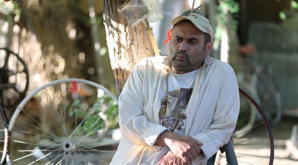Primarul Vasile vrea sa-si promoveze localitatea cu ajutorul unui cersetor profesionist, ASTAZI in Las Fierbinti