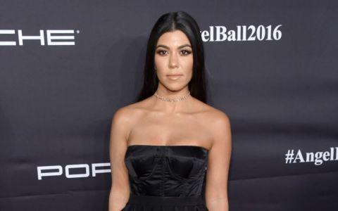 Kourtney Kardashian a incercat in zadar sa traga de bluza in prezenta fiului sau. Cum a fost surprisa
