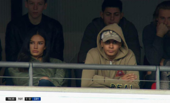 Gestul pe care l-a facut iubita lui Dele Alli in catedrala fotbalului, pe Wembley, a starnit reactii extrem de agresive!