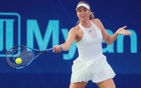 O imagine de miliarde! Cu ce barbat a aparut una dintre ce le mai frumoase jucatoare de tenis, Maria Sharapova