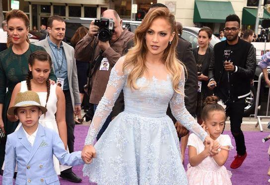Ii calca pe urme celebrei sale mame. Emme se transforma intr-o adevarata domnisoara. Cum arata fiica lui Jennifer Lopez