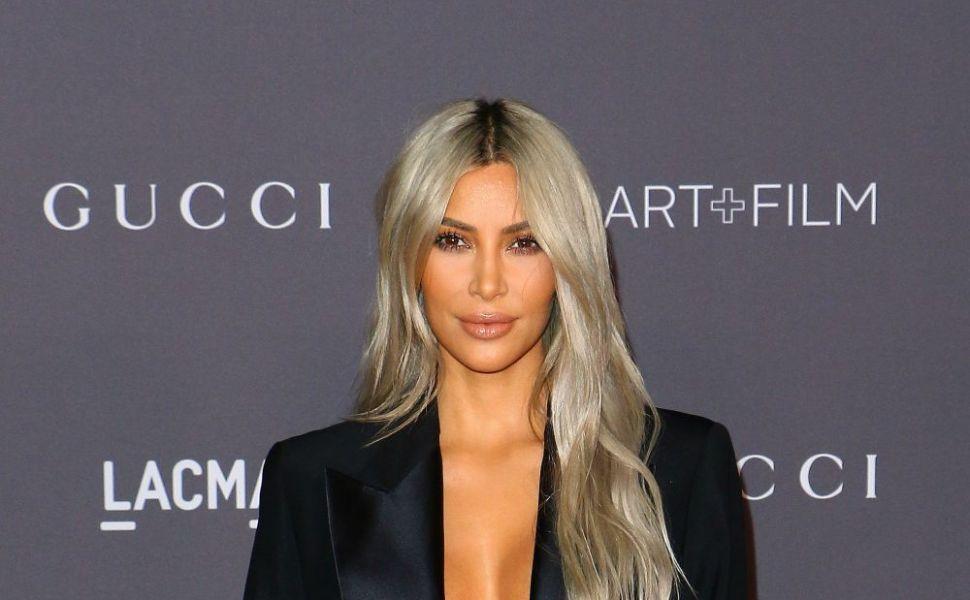 Adevarul despre abdomenul tonifiat al lui Kim Kardashian. Cum arata in realitate vedeta