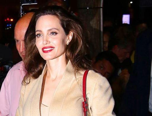 Primele fotografii cu Angelina Jolie dupa ce tabloidele au scris ca ar cantari doar 35 de kilograme. Cum arata acum