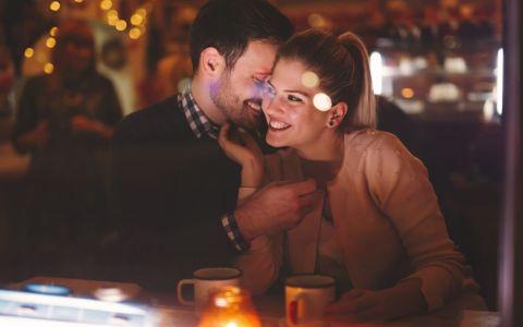 5 motive pentru care ar trebui sa il lasi pe el sa plateasca la prima intalnire