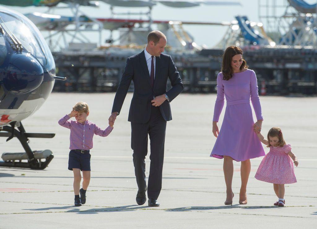 De ce Printul William are mereu grija de George, in timp ce Kate se ocupa de Charlotte in vizitele oficiale
