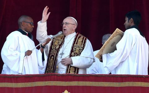 Vaticanul contraataca! Biserica intra in era moderna dupa anuntul facut azi. Ce aplicatie poti avea pe telefon