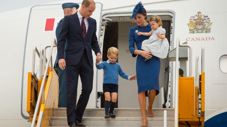 Motivul pentru care Printul George nu o tine niciodata de mana pe Ducesa de Cambridge. Detaliile ascunse