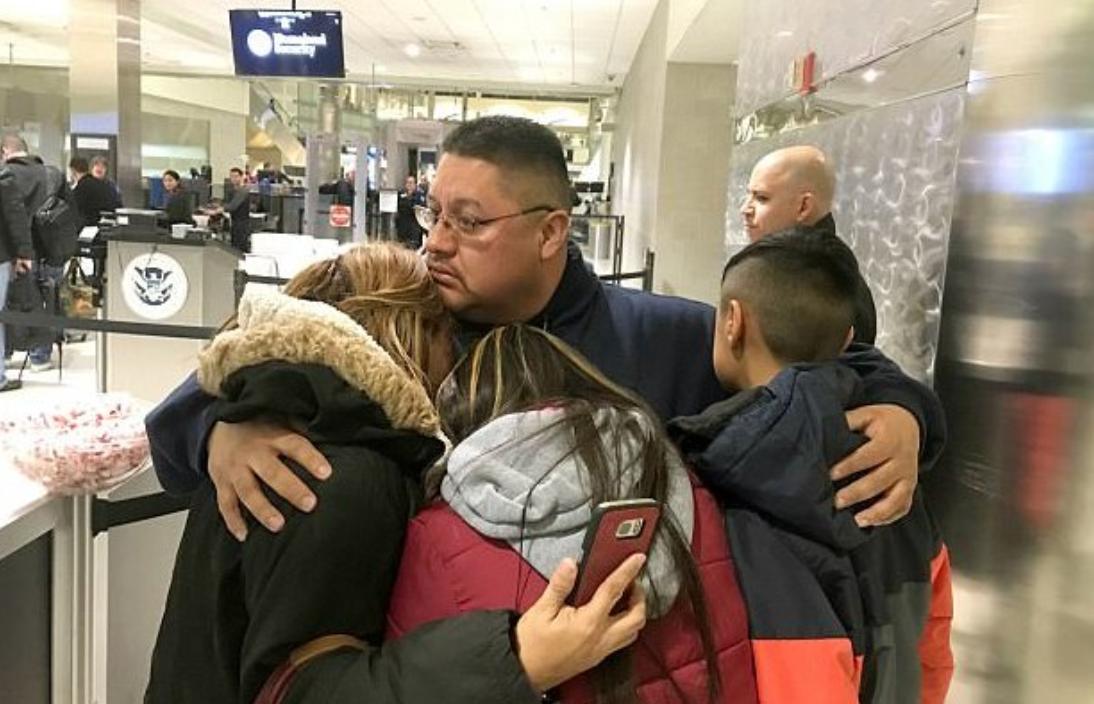 Cazul emotionant al unei familii din SUA. Tatal a fost deportat, deoarece era considerat  prea batran