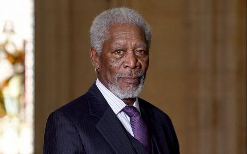 Motivul tragic pentru care Morgan Freeman a aparut cu o manusa la Premiile SAG Awards