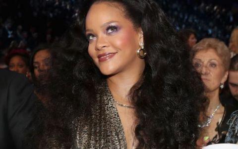 Acuzata ca s-a ingrasat, Rihanna nu se sfieste sa isi puna in evidenta atuurile fizice. Cum a aparut la Premiile Grammy
