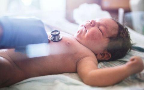Un nou-nascut si-a surprins mama inca din primele secunde de viata. De ce a devenit acest bebelus vedeta internetului