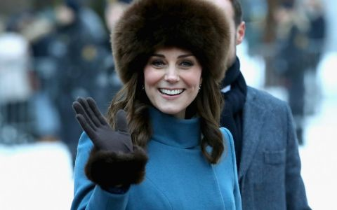 De ce Kate Middleton nu are voie sa isi dea jos paltonul in public