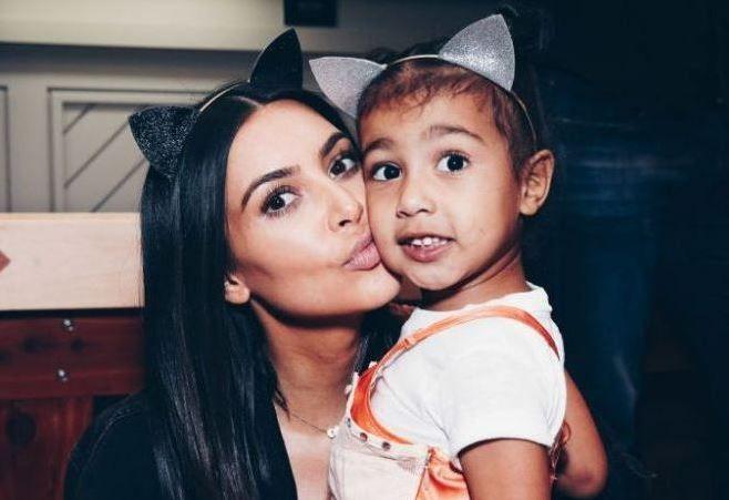 Kim Kardashian a publicat pe Instagram o  poza scandaloasa . Fotografia a fost facuta de fetita ei, North West