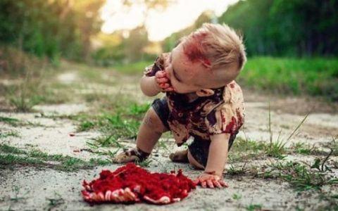 O mama a fost aspru criticata dupa ce a publicat aceste poze cu micutul sau