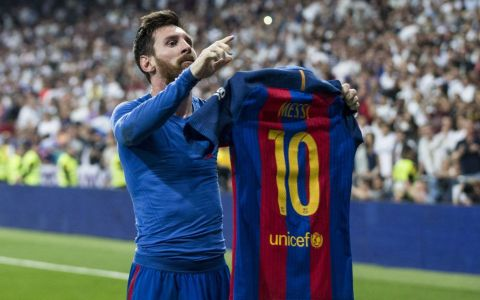 Cat poarta Messi la ghete, desi are doar 1,70m! Ronaldo poarta mai putin, desi e cu 17cm mai inalt