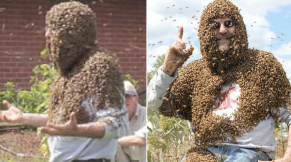 S-a acoperit intr-o gramada de albine pentru a le da studentilor sai o lectie