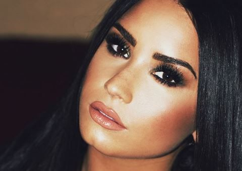 Demi Lovato s-a demachiat in fata camerei, iar internetul a luat foc. Motivul te va uimi