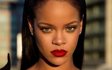 Rihanna, umilita public de o reclama a aplicatiei Snapchat