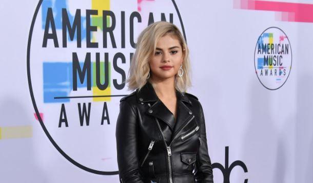 Selena Gomez si-a tuns tot parul. Dupa despartirea de Justin Bieber, a apelat la o noua schimbare de look