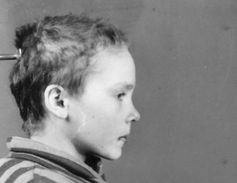 Fotografiile alb-negru cu o fetita inchisa la Auschwitz au fost colorate. Povestea ei e cutremuratoare