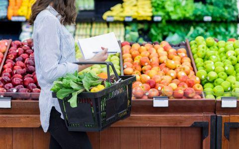 Topul celor mai contaminate fructe si legume in 2018. Ce recomanda specialistii