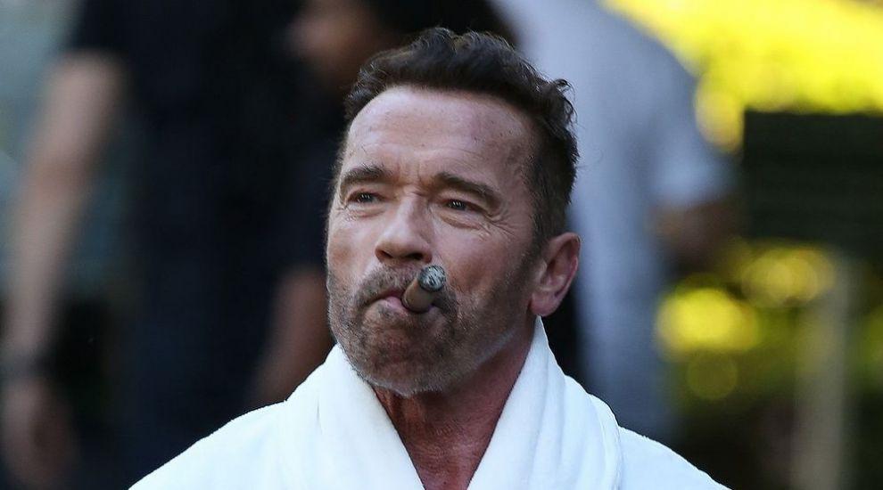 Care este starea actorului Arnold Schwarzenegger dupa ce a suferit o operatie pe cord deschis