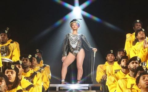 Beyonce, accidente vestimentare jenante pe scena celui mai cunoscut festival din lume