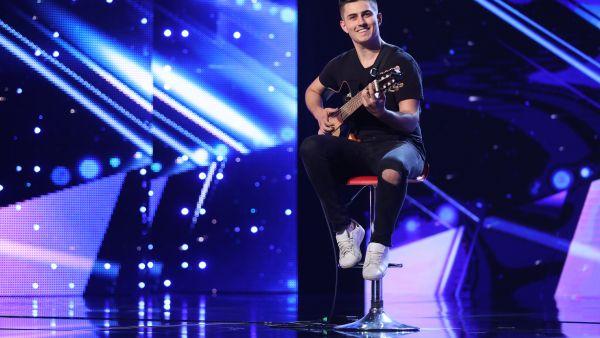 Romanii au talent 2018: Alex Manole - Canta la chitara clasica