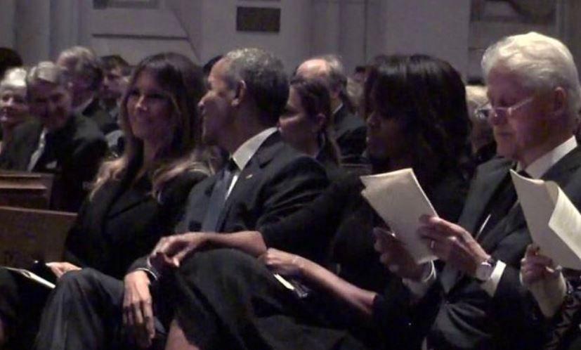 Barack Obama si Melania Trump, surprinsi facand glume la o inmormantare