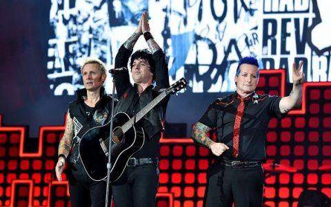 Fanii Green Day din Marea Britanie vor ca melodia  American Idiot  sa ajunga locul 1 in topuri pana la vizita lui Trump