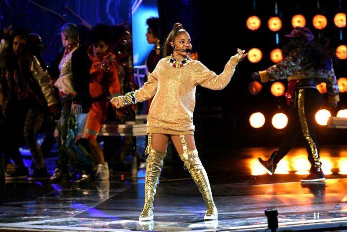 Janet Jackson, dans lasciv la Gala Premiilor Billboards