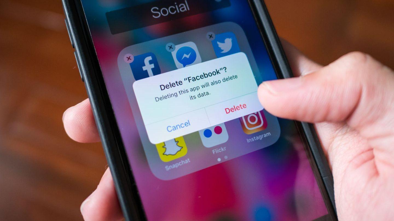 Tu de ce mai pierzi vremea pe Facebook? Studiile arata ca tinerii parasesc in masa aceasta retea de socializare