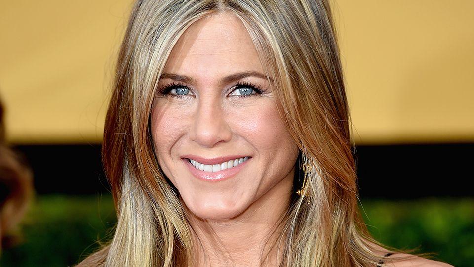 Jennifer Aniston nu mai arata astfel. Actrita a investit 200.000 de dolari in operatii estetice