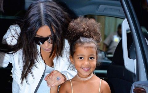 Starleta Kim Kardashian, criticata aspru de fani si presa pentru ce i-a facut fetitei ei. De ce i-a infuriat pe toti