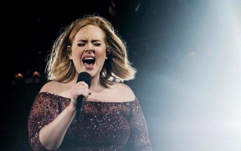 După o perioadă de 3 ani de zile, Adele a făcut anunțul mult așteptat pentru fani