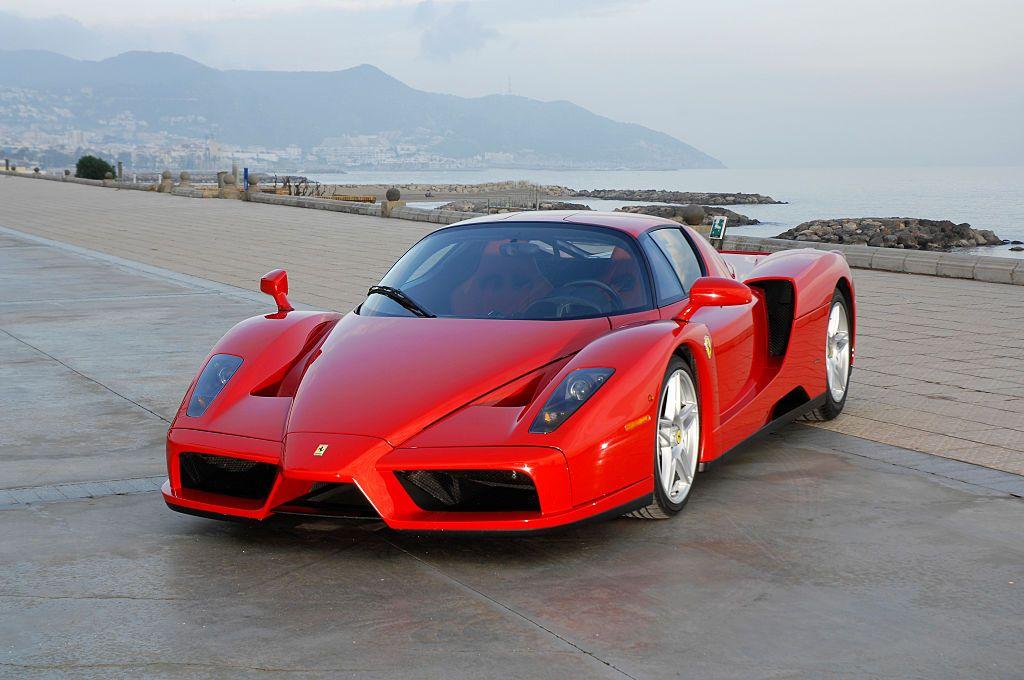 Zeci de mii de cai putere, dar și de dolari! Ce super mașini dețin Floyd Mayweather, Jay-Z sau McGregor