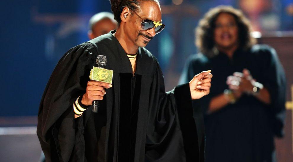 Snoop Dog și Patrick Stewart investesc o avere în producția de medicamente pe bază de canabis