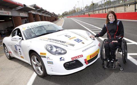 La 16 ani și-a rupt coloana, acum pilotează mașini de curse. Recordurile incredibile ale acestei femei