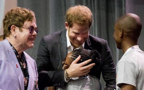 Prințul Harry duce moștenirea mamei sale mai departe în ceea ce privește sprijinirea coaliției împotriva epidemiei SIDA