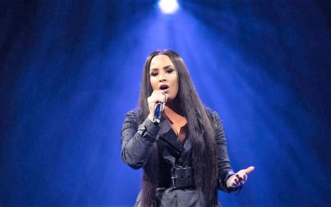 Demi Lovato, la spital după o supradoză de heroină. Cântăreața a mai avut probleme cu drogurile