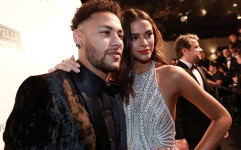 Au atras toate privirile la nuntă! Ce ținute au avut Neymar împreună cu iubita sa