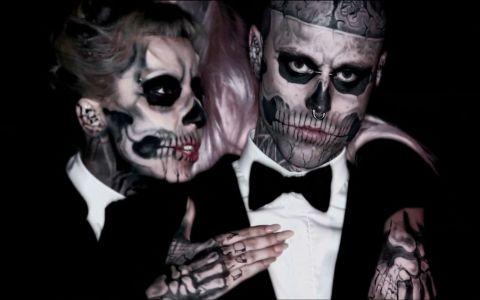 Lady Gaga le cere scuze rudelor lui Zombie Boy, modelul care a fost găsit mort săptămâna trecută. Care e motivul