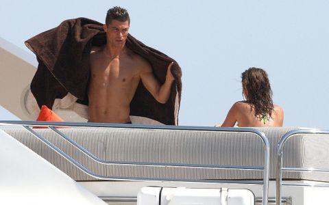 Cristiano Ronaldo se ține de glume! Fotbalistul și-a aruncat iubita de pe iaht