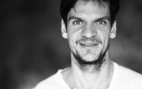 Tudor Chirilă lansează o nouă piesă dedicată românilor plecați în străinătate (VIDEO)