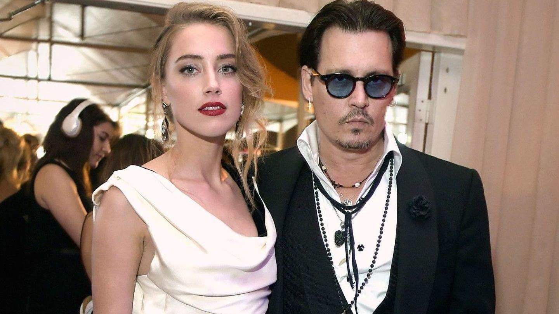De râsu rsquo; ndash; plânsu rsquo;. Johnny Depp își acuză fosta nevastă că și-a făcut nevoile în patul conjugal
