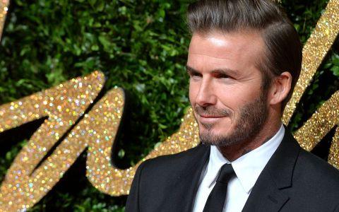 David Beckham și-a făcut implant de păr? Frizura care îl dă de gol