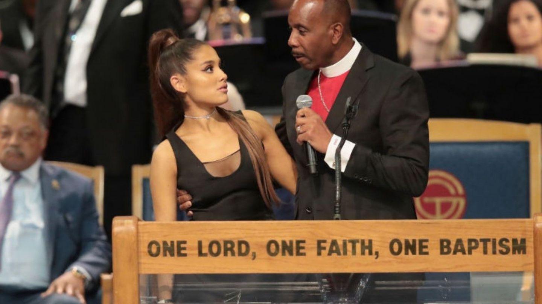 Ariana Grande, criticată pentru rochia purtată la înmormântarea Arethei Franklin: bdquo;Parcă s-a dus la club