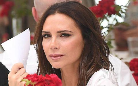Victoria Beckham, imagini controversate. Cum și-a făcut reclamă la noua sa linie de tricouri