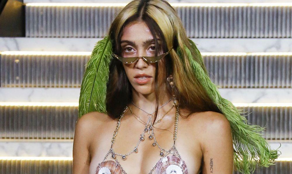 New York Fashion Week: Fiica Madonnei a debutat pe catwalk, într-o ținută sumară și complet neepilată